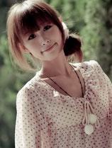 美女模特NaNa:漫步丛林iPad壁纸